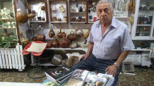 A los 82 años el creador del museo del mate continúa creando piezas especialies.