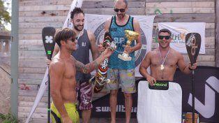 Pancho entregando los premios.