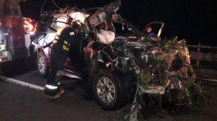 La Toyota Land Cruiser cayó desde el puente.