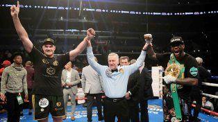El estadounidense Deontay Wilder retuvo su título de los pesos pesados por el Consejo Mundial de Boxeo