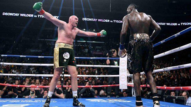 Wilder derribó a su oponente en dos ocasiones pero se mostró errático durante toda la velada