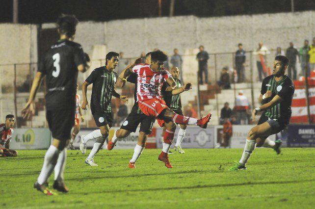 La falta de puntería dejó sin la victoria a Atlético Paraná