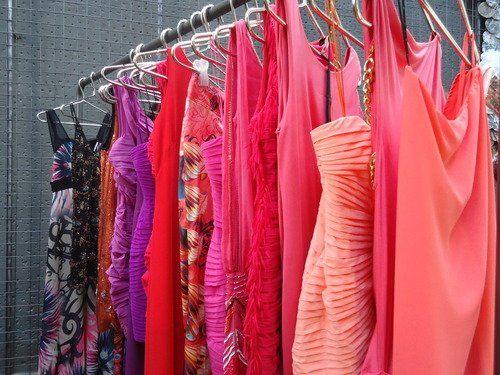 5e145030f Recepciones  Jóvenes buscan la forma de poder vestirse sin tener que ...
