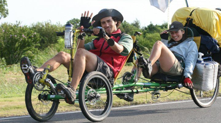 Jorge Mazzochi y Constanza Sambuzetti Viajeros en bicicleta unieron los 32 Parques Nacionales por una conciencia ecológica.17/02/2007