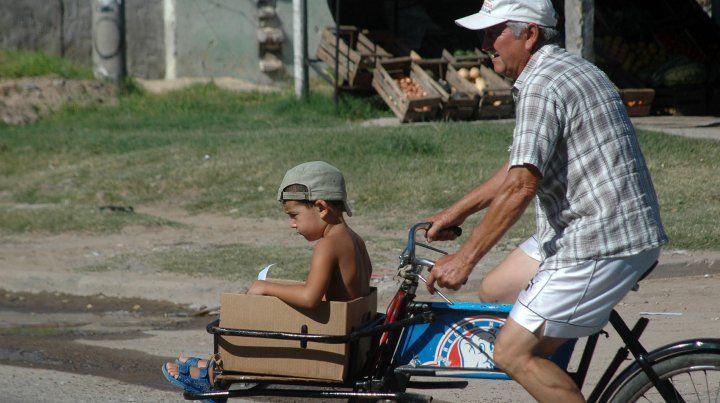 Pasajero de lujo. Nene en bicicleta.27/01/2010.