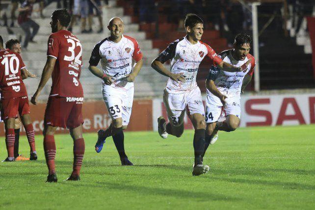 Desde Colombia buscan los goles de Facundo Barcelo