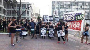 Cientos de mujeres se concentraron en Paraná para criticar a la justicia patriarcal y decir: Basta de femicidios