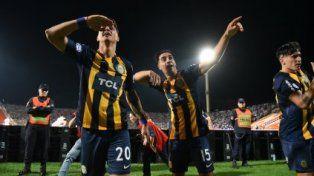 El festejo de los jugadores de Rosario.