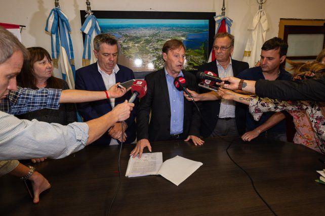 Varisco oficializó los acuerdos salariales con los gremios municipales