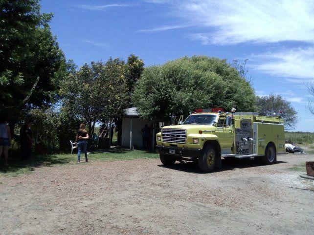Explosión e incendio en una casa y en un galpón