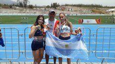 El equipo. Las hermanas Zanolli junto a Alan Espinoza, su entrenador, en el Sudamericano.