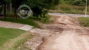 Los autos quedan colgados en calle Vitor
