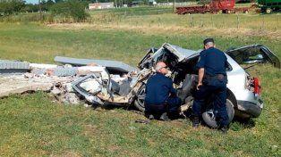 Viale: Automovilista impactó contra una garita de colectivo y murió