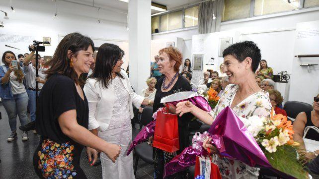 Ceremonia. Carolina Giallard y Mariel Ávila agradecieron el gesto de los familiares.