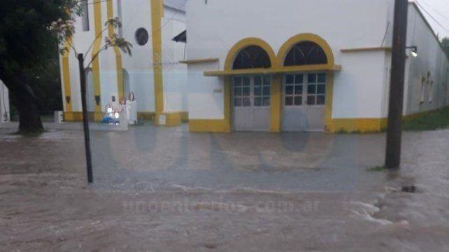 VIDEO: En Larroque cayeron 105 milímetros en una hora y el 70% del pueblo está inundado