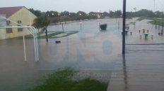 video: en larroque cayeron 105 milimetros en una hora y el 70% del pueblo esta inundado
