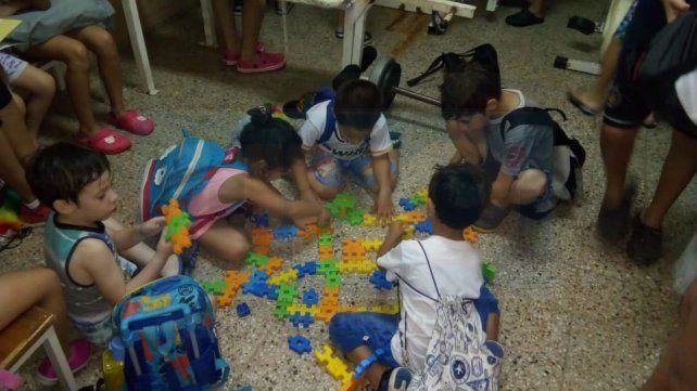 INICIATIVA. Los más pequeños realizaron actividades lúdicas en su primer día de concurrencia.