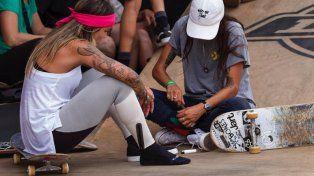La brasileña Leticia Buffoni junto con Eugenia en un momento de descanso en plena competencia.