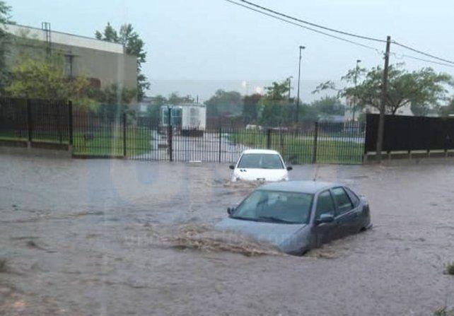 Anegamientos. En Gualeguaychú impactó de lleno el temporal de lluvia y viento. Foto: Sabina Melchiori