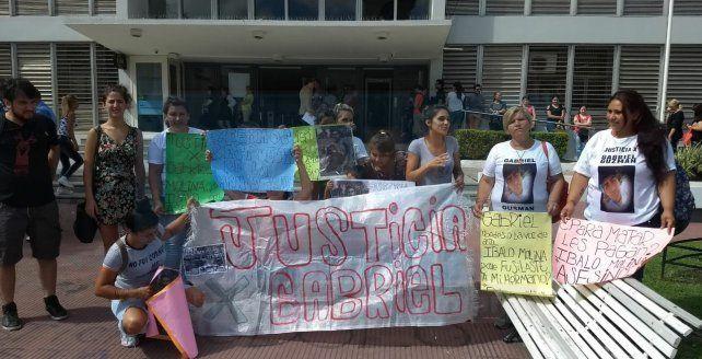 Familiares de Gabriel Gusmán piden que se impute a los policías que lo mataron