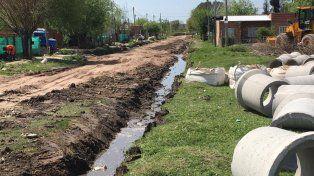 Importantes obras de mejorado de calles y desagües en barrio Capibá