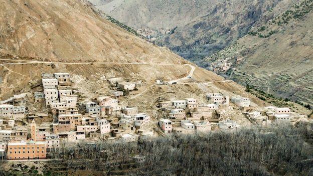 Los cuerpos fueron hallados cerca la villa de Imil, un popular camino de senderismo.<div><br></div>