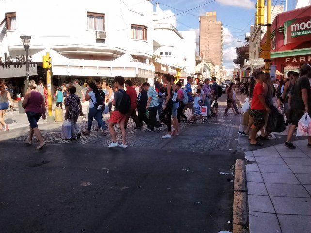 Días de ventas. Un intenso movimiento se registra en la Peatonal.