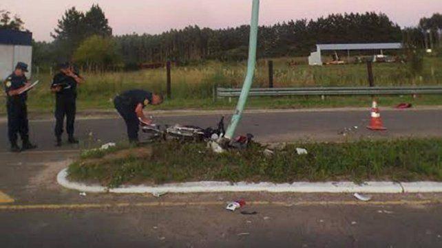 Murió un joven que chocó su moto contra una columna de alumbrado