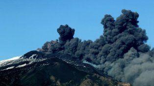 Sicilia: Alerta por la erupción del Etna con emisión de gases y temblores