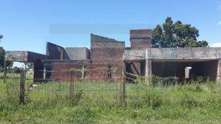 Hallaron a una mujer desfigurada en una construcción abandonada