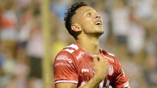 Atlético Paraná sumaría un delantero de Superliga