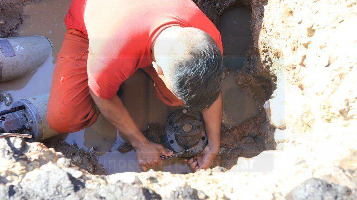 Por reparaciones de conductos, hay zonas de Paraná sin agua potable