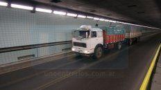 se les apaga el motor: el tunel subfluvial y un singular problema con los camiones