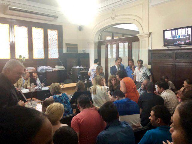 Una larga espera. Las partes y los acusados aguardaron cuatros horas el veredicto.