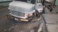 video: un camion descontrolado dentro del tunel que casi provoco una tragedia