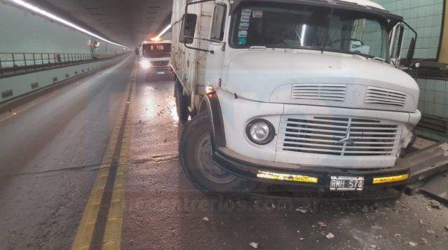 Video: un camión descontrolado dentro del túnel que casi provocó una tragedia
