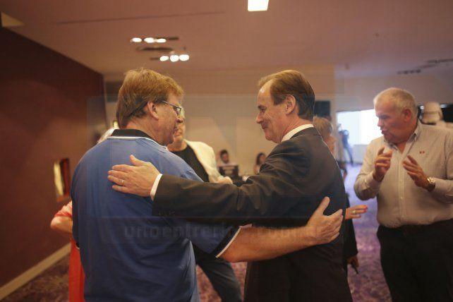 Guglieri padre saludó al gobernador Bordet en una charla tranquila entre los Destacados de UNO.