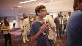Concentrado. Santino se mantuvo atento a los sucesos en el salón.