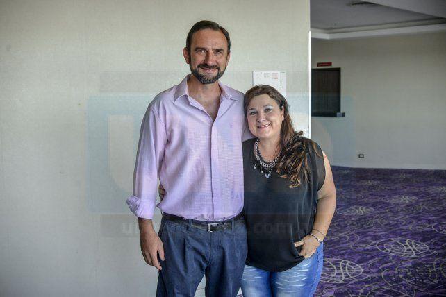 De frente. Fabián Schunk junto a su esposa