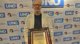 En mano. Rochi acudió a la convocatoria con el Premio de UNO.
