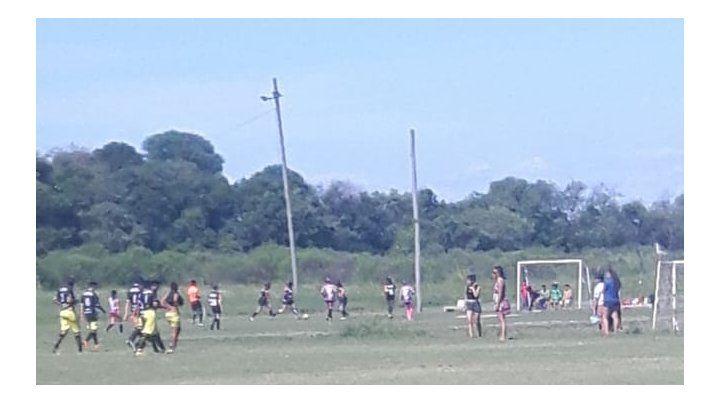 Filmaron la pelea entre dos chicas que juegan al fútbol amateur en Paraná