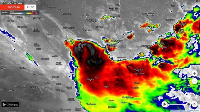 Avanza un frente frío provocando tormentas fuertes en la región