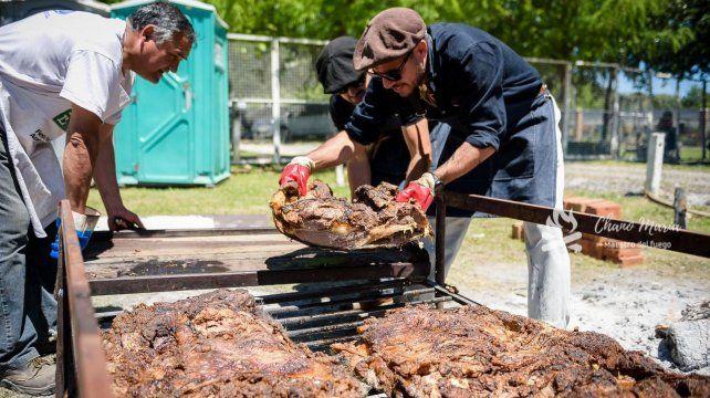 El cocinero de Viale, Chano María, es especialista en grandes asados.