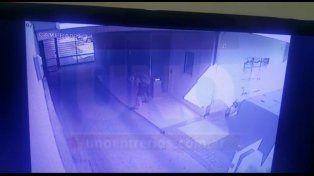 Terrible. El abusador intentó violar a la mujer en el mismo ingreso del edificio. Foto: Javier Aragón