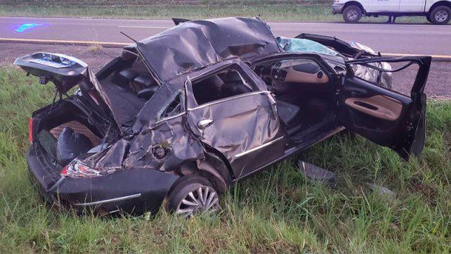 Dos lesionados y un auto destrozado en la ruta 14