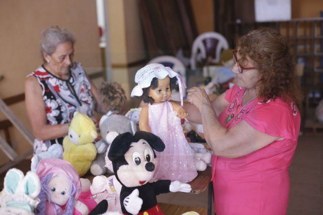 Solidarias. Gladys y Neco conocen de cerca las necesidades de quienes viven en las zonas más postergadas y les brindan ayuda.
