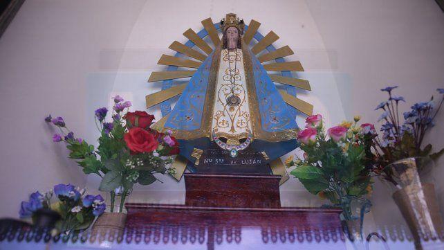 La imagen de la Virgen del Luján, en la estación de Paraná, bendice cada viaje y a todos los ferroviarios