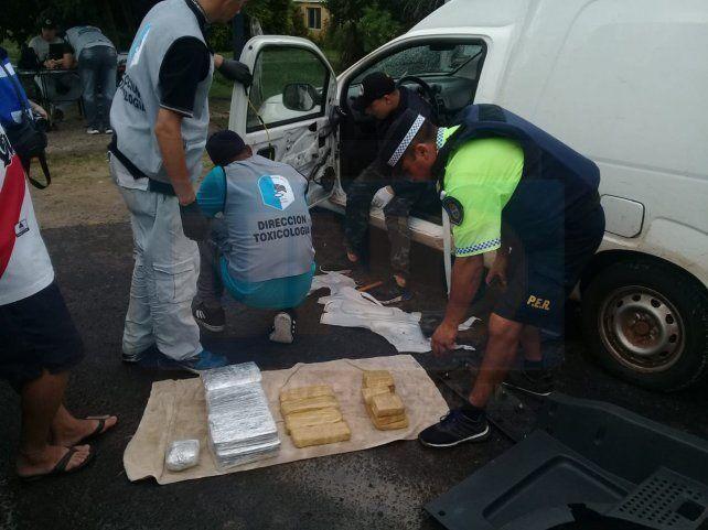 La perrita Lola, otra vez localizó droga: ahora encontró 200 panes en Paso Telégrafo