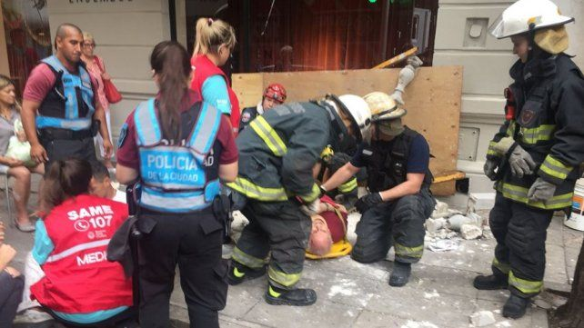 Recoleta: se desplomó un balcón y hay tres heridos