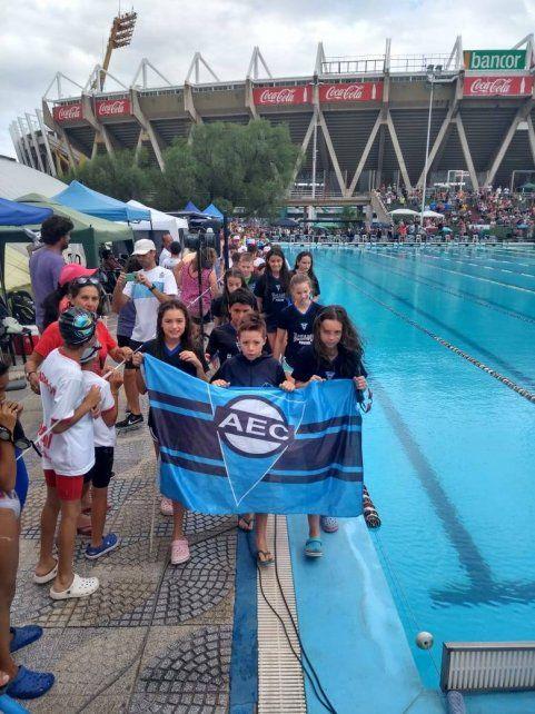 Sobresalieron. Los representantes del AEC brillaron en el certamen que abrió la temporada de natación en piletas.